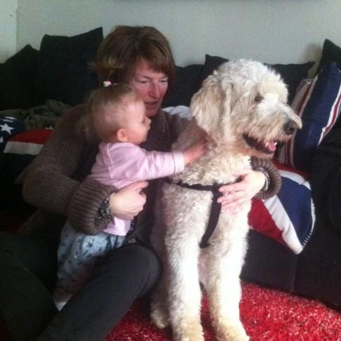 Med mina favoriter, mitt barnbarn Milia och Charlie.