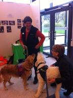 Nova, Karin , Charlie med en av de andra utställarna.