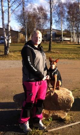 Annika och fina Eroz. Det är Annika som driver Lilla Hundpalatset.