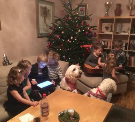 Härliga barn och hundar