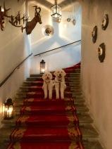 I den vackra trappan upp till baren m.m.