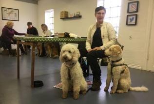 Hundcafe på Vårdhundskolan, Swedish Dog Academy. Där träffade vi våra goda vänner Svante och Katarina.