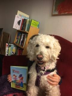 Saga fick lyssna på en bok där huvudpersonen hette Saga. Det gillade hon!